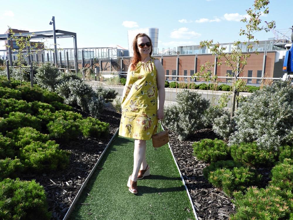 Vuosi sitten syntyi keltainen mekko