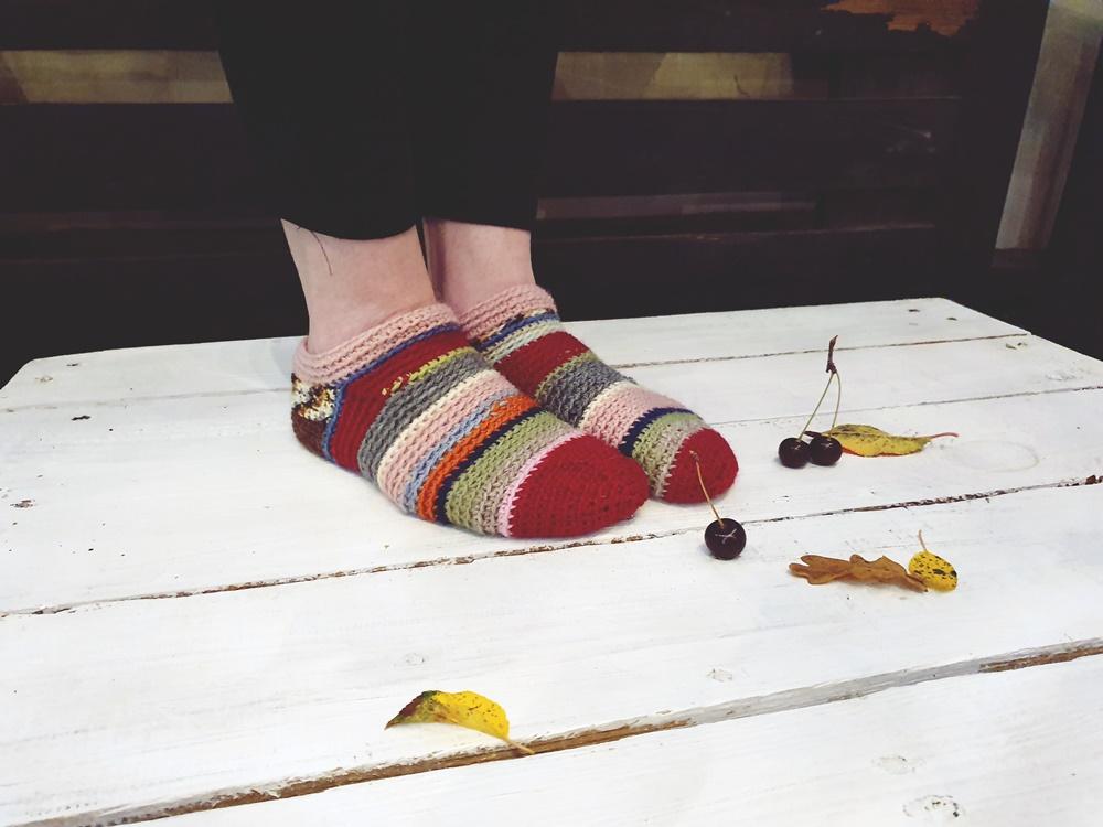 Virkatut villasukat langanpätkistä