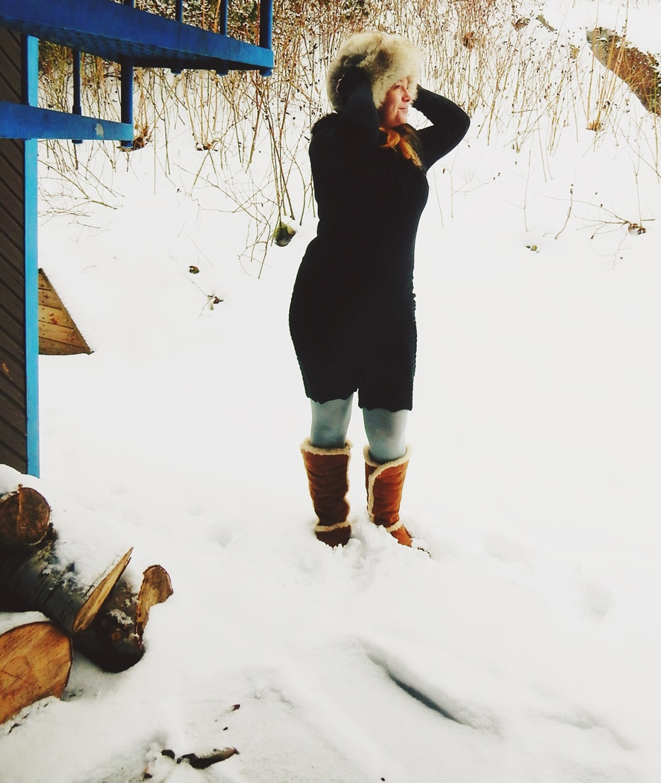Kolmesta vanhasta neuleesta valmistuu after ski -asu