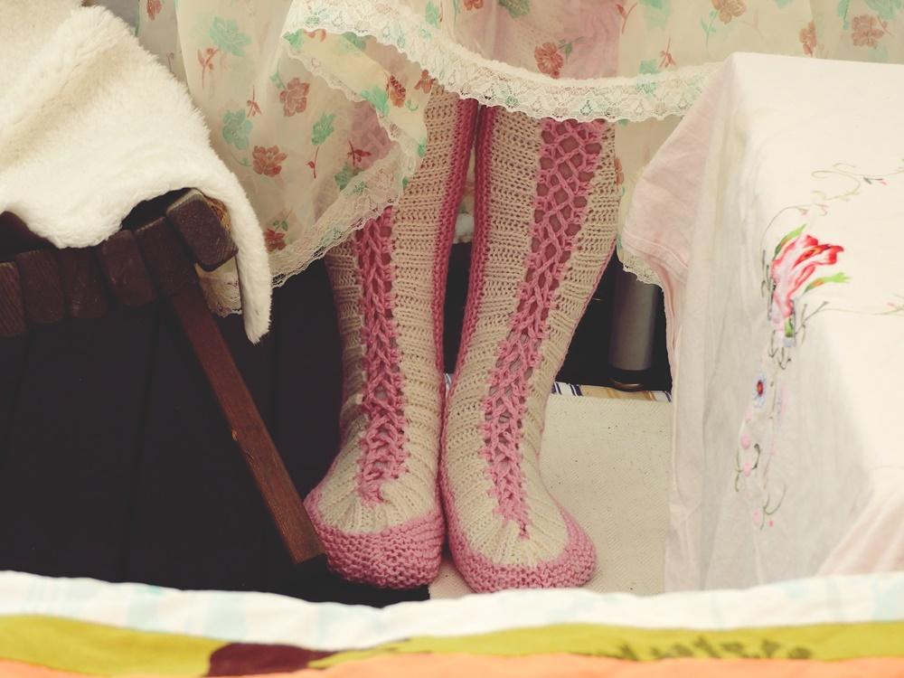 Äitienpäivä villasukat jalassa